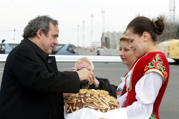 Michel Platini na Ukrainie witany był chlebem i solą /AFP