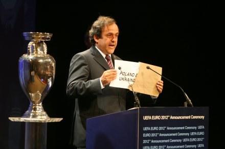 Michel Platini ogłasza gospodarza Euro-2012 Fot. Maciej Śmiarowski /Agencja Przegląd Sportowy