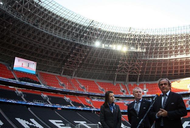 Michel Platini (z prawej) na Donbas-Arenie. /AFP