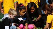 Michelle Obama sadzi warzywa