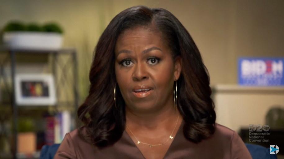 Michelle Obamy miała naszyjnik z napisem VOTE / EPA/DEMOCRATIC NATIONAL  /PAP/EPA