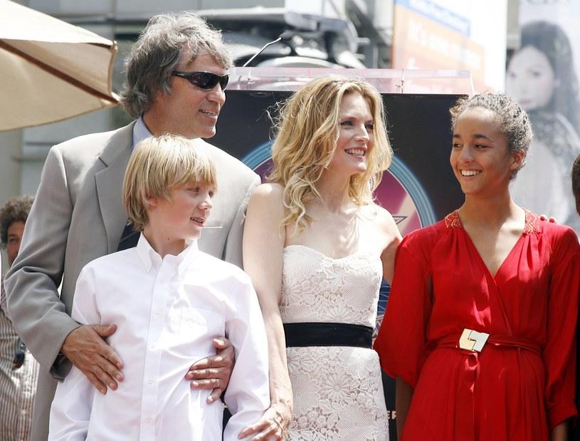 Michelle Pfeiffer i David E. Kelly oraz ich dzieci w 2007 roku. Córka Claudia Rose ma dziś 26 lat,  asyn John Henry – 25 /Getty Images