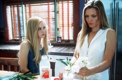 "Michelle Pfeiffer w filmie - ""Biały Oleander"" /arch. AFP"