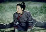 """Michelle Yeoh w filmie """"Przyczajony tygrys, ukryty smok"""" /"""