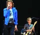 Mick Jagger i Keith Richards na scenie w Bostonie 3 września 2002 /