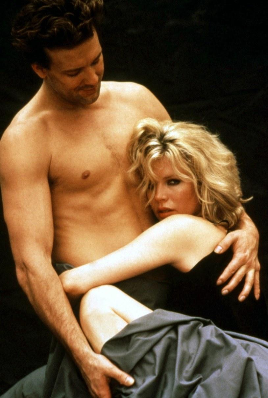 """Mickey Rourke i Kim Basinger nie przejmowali się nagością w """"9 i pół tygodnia"""" /Everett Collection /East News"""