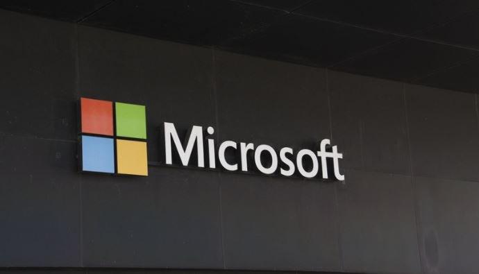 Microsoft miał kłopoty, o których nie poinformował opinii publicznej /123RF/PICSEL