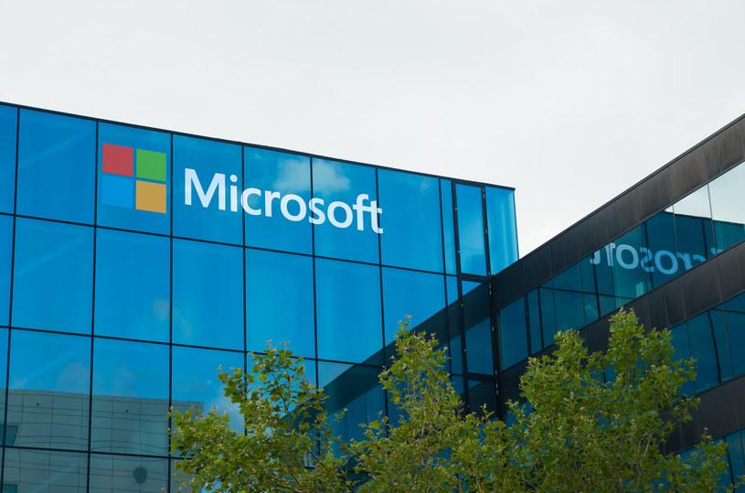 Microsoft może pracować nad składanym smartfonem /123RF/PICSEL