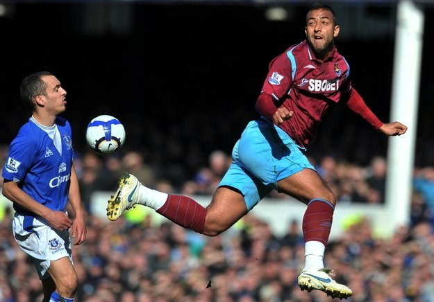 Mido (z prawej) w barwach londyńskiego West Ham /AFP