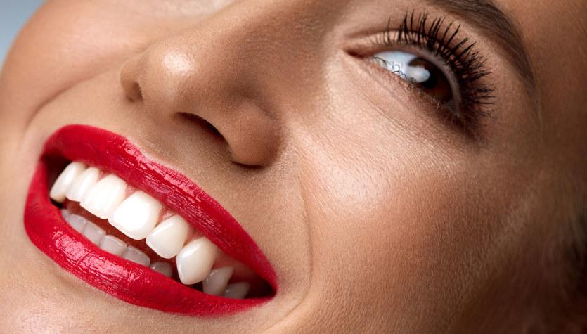 """Mieć """"gwiazdorski uśmiech"""", czyli sposoby na białe zęby"""