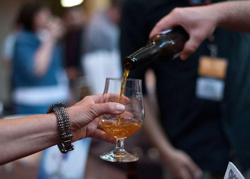 Mieć własny browar i częstować piwem znajomych - bezcenne! /AFP