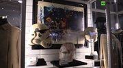 Miecze świetlne, hełmy i miniaturki statków kosmicznych. Niecodzienna aukcja w Londynie