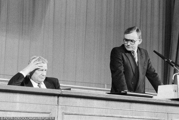 Mieczysław Rakowski i Leszek Miller /Reporter