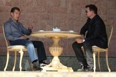 Miedwiediew i Bono - pogawędka przy herbacie