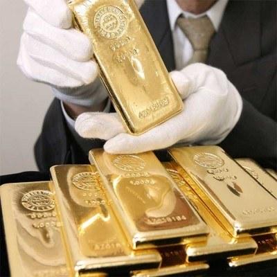 """Między amerykańską walutą a rynkiem surowców, szczególnie złota, znów coś się zaczyna """"psuć"""" /AFP"""