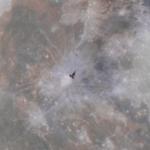 Międzynarodowa Stacja Kosmiczna na tle Księżyca. Fotografię zrobił z 400 kilometrów!