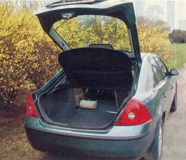 Miejsca na bagaże jest mnóstwo. Jedyna wada to trochę utrudnione otwieranie (unoszenie) piątych drzwi. /Motor