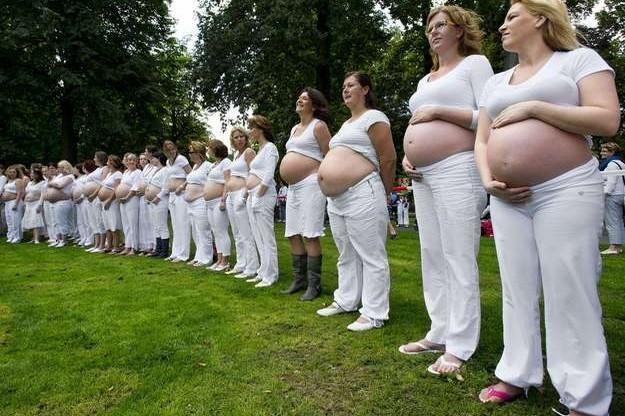 Miejsca postojowe dla kobiet w ciąży? /AFP