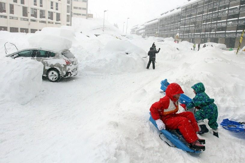 Miejscami napadało półtora metra śniegu /AFP