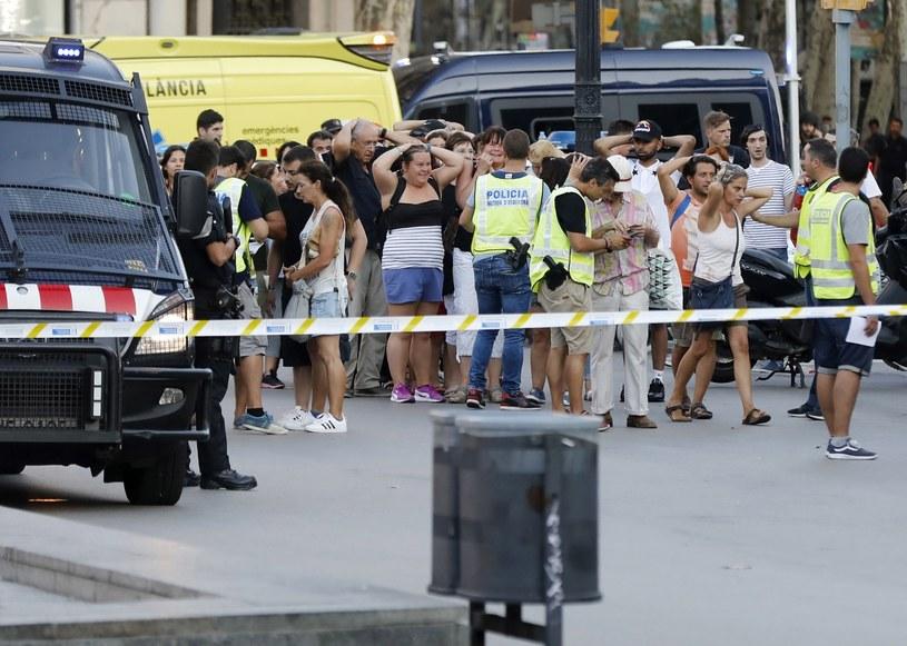 Miejsce, gdzie doszło do zamachu w Barcelonie /ANDREU DALMAU /PAP/EPA