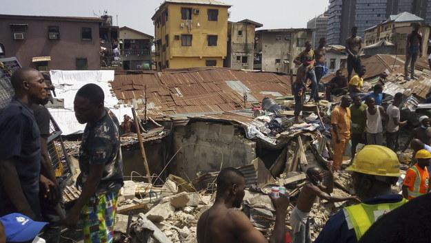 Miejsce katastrofy budowlanej w Lagos /ISRAEL OPHORI /PAP/EPA