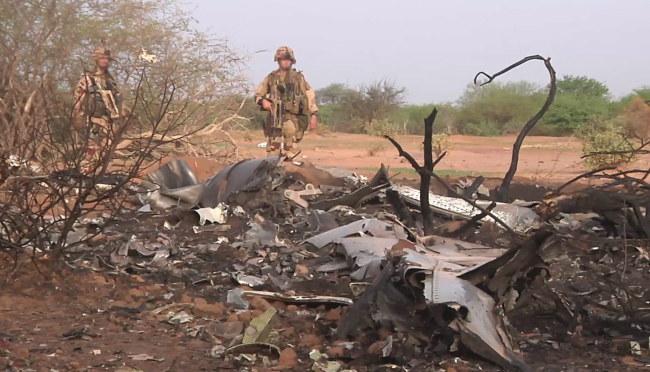 Miejsce katastrofy samolotu /FRENCH ARMY / ECPAD / HANDOUT /PAP/EPA