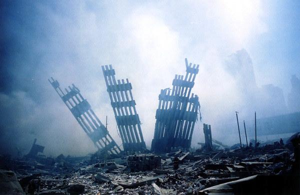 Miejsce po zburzonych wieżach WTC /AFP