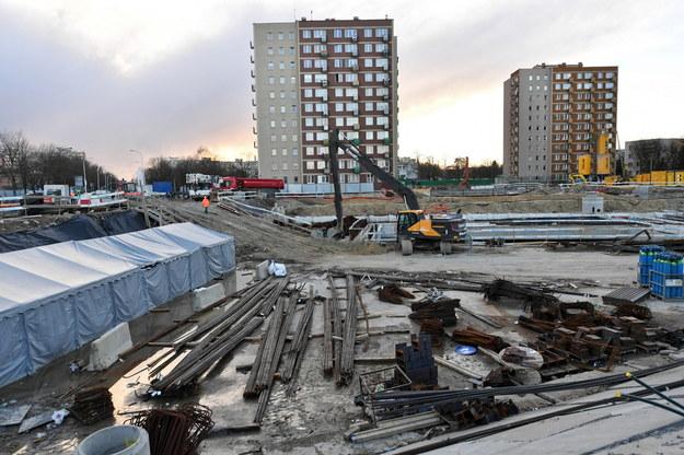 Miejsce śmiertelnego wypadku na budowie drugiej linii metra przy. ul. Bazyliańskiej na warszawskim Targówku /Piotr Nowak /PAP