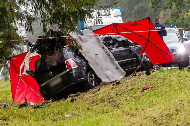 Miejsce śmiertelnego wypadku na drodze krajowej nr 65 w okolicach wsi Tatarowce /Marcin Onufryjuk /PAP