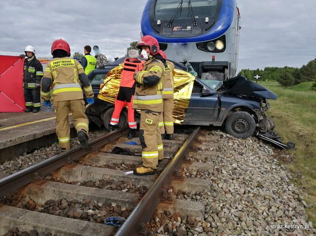 Miejsce śmiertelnego wypadku na przejeździe kolejowym w miejscowości Martiany /PAP/KP PSP Kętrzyn /PAP