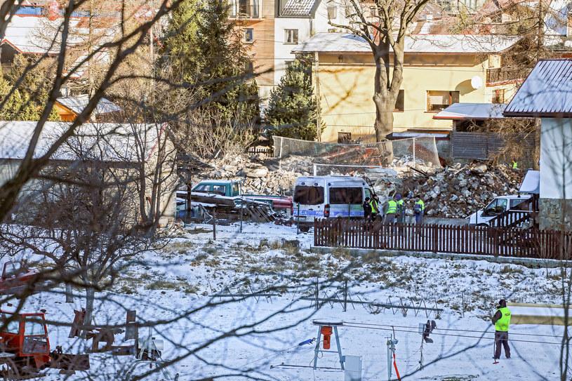 Miejsce tragedii w Szczyrku. Wybuch gazu zniszczył całkowicie trzykondygnacyjny dom. Ratownicy znaleźli w gruzach osiem ciał ofiar, w tym czworga dzieci /Jakub Kamiński   /East News
