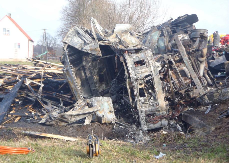 Miejsce tragicznego wypadku, do którego doszło w rejonie miejscowości Osowy Grąd /Policja /PAP/EPA