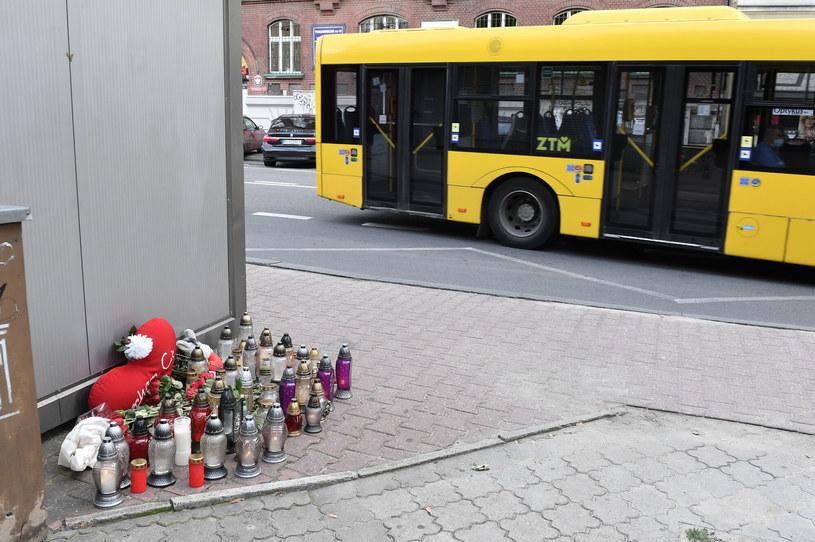 Miejsce, w którym autobus śmiertelnie potrącił kobietę w Katowicach /LUKASZ KALINOWSKI /East News