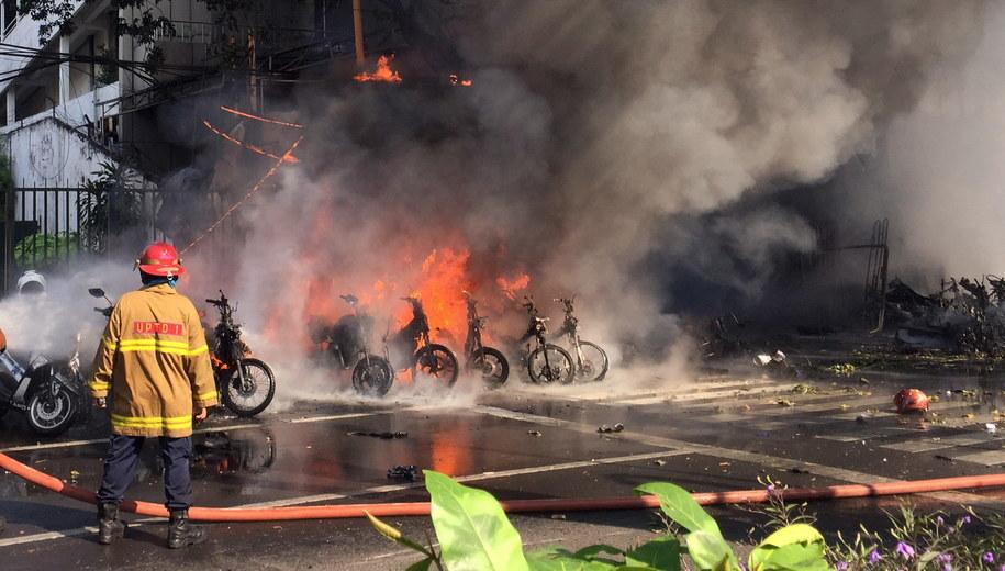 Miejsce, w którym doszło do zamachu /SURABAYA GOVERNMENT/ANDY PINARIA /PAP/EPA