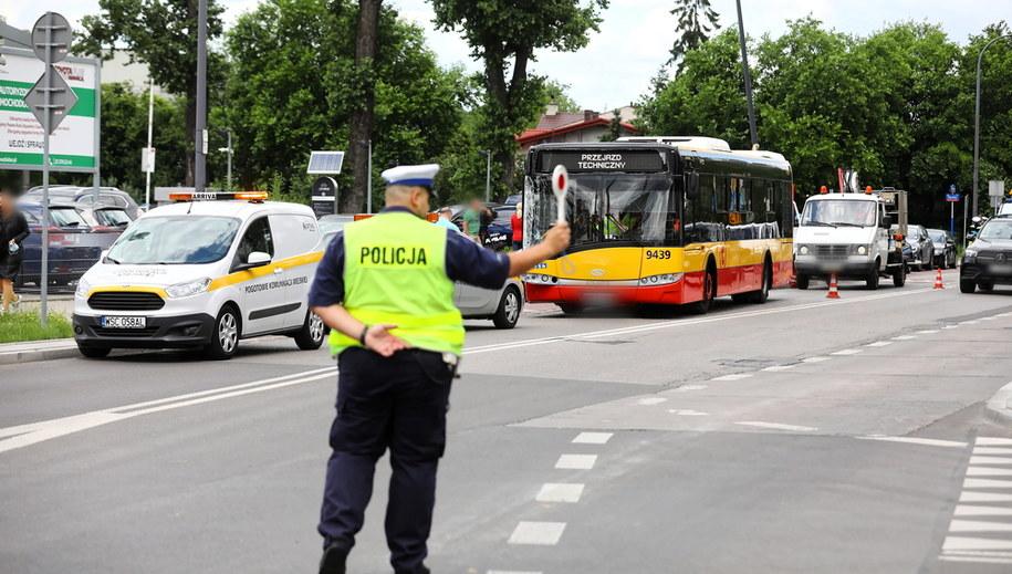 Miejsce wtorkowego wypadku autobusu w Warszawie /Rafał Guz /PAP