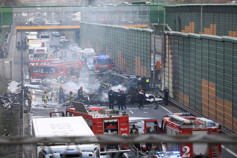 Miejsce wypadku drogowego na trasie S8 w Warszawie /Rafał Guz /PAP