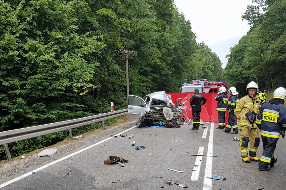 Miejsce wypadku na DK 20 /KP PSP Kartuzy /PAP