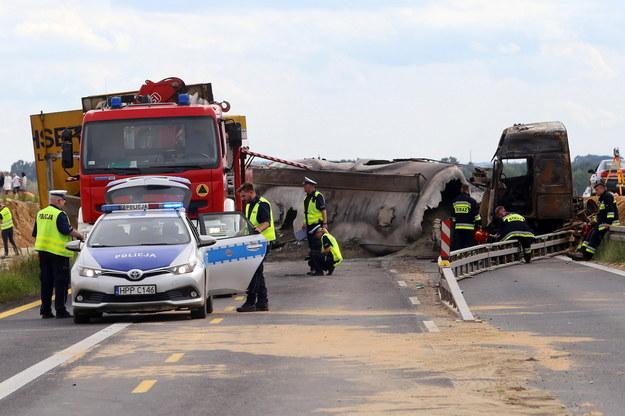 Miejsce wypadku na drodze krajowej nr 1 w Bogusławicach w powiecie częstochowskim /Waldemar Deska /PAP