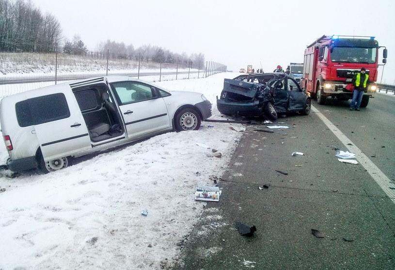 Miejsce wypadku na drodze S8 w powiecie skierniewickim /PAP