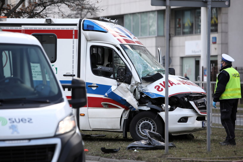 Miejsce wypadku na ulicy Sobieskiego w Warszawie / Leszek Szymański    /PAP