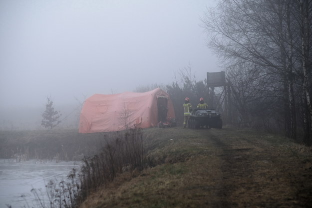 Miejsce wypadku prywatnego śmigłowca w pobliżu rzeki Dokawy w okolicach Pszczyny / Andrzej Grygiel    /PAP