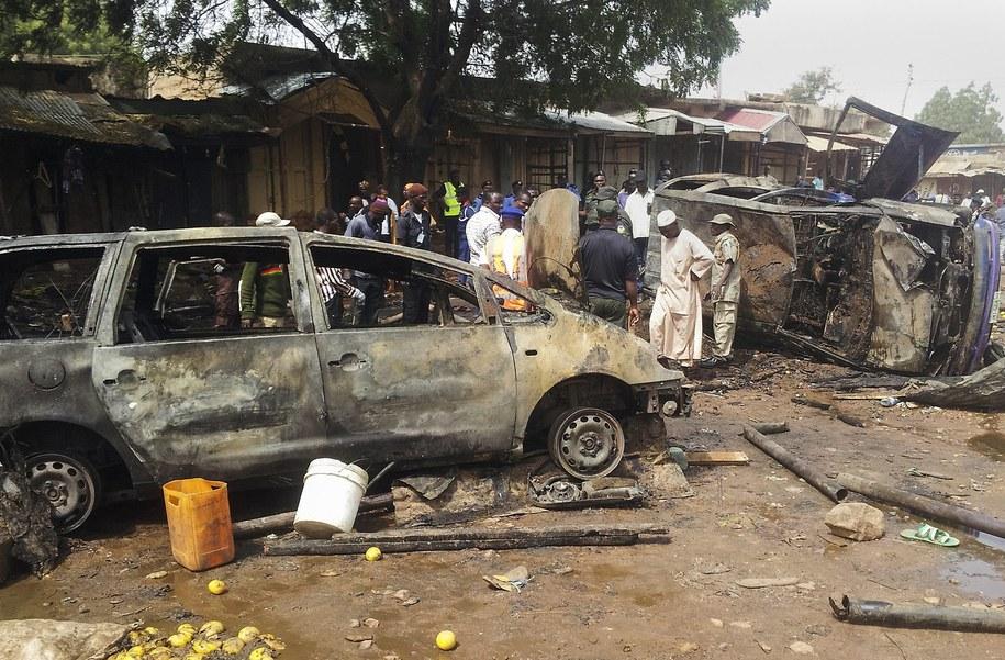 Miejsce zamachu bombowego w nigeryjskim Gombe (grudzień 2014), o który podejrzewano islamistów z Boko Haram /STR /PAP/EPA
