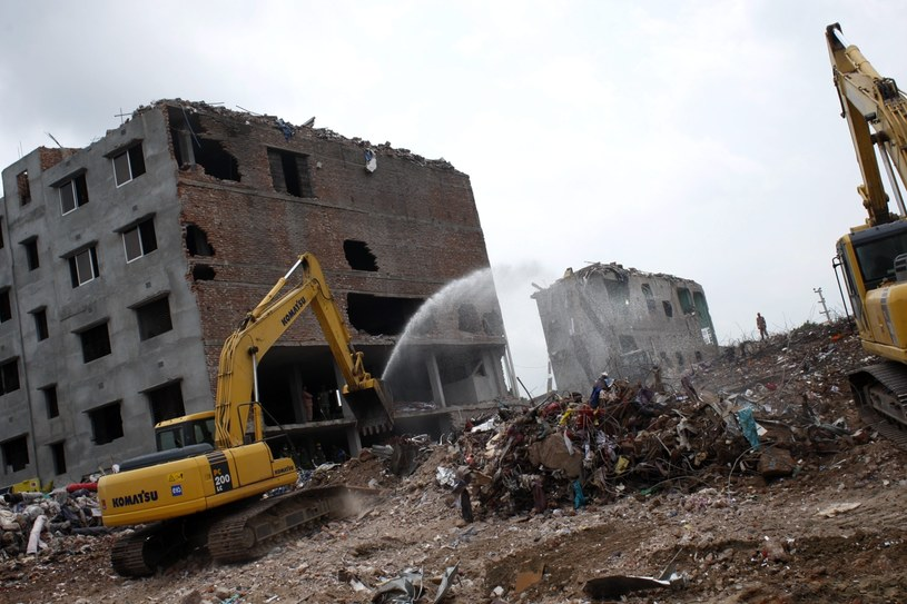 Miejsce zawalenia się budynku /PAP/EPA