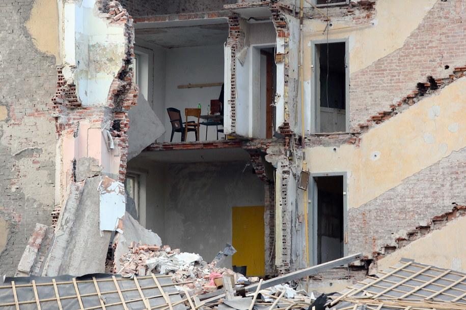 Miejsce zawalenia się fragmentu kamienicy przy ulicy Kawęczyńskiej w Warszawie /Tomasz Gzell /PAP