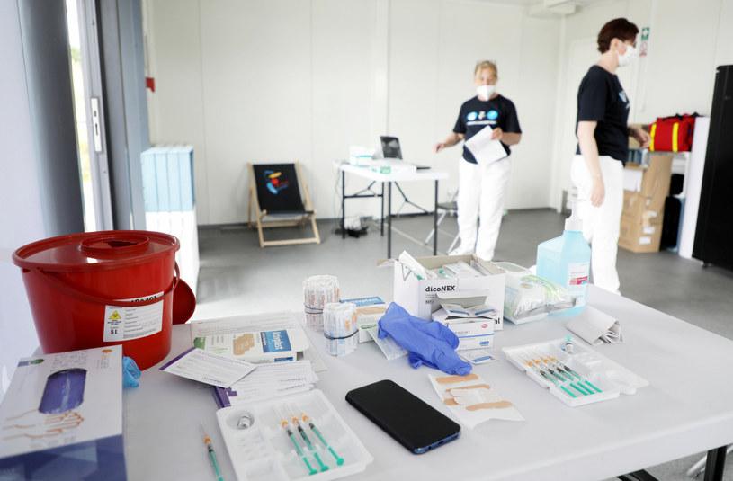 Miejski punkty szczepień przeciw COVID-19 powstały w punkcie informacji turystycznej na Bulwarach Wiślanych / Jakub Kamiński    /East News