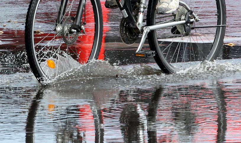 Miejskie władze z niepokojem patrzą na przyrost wody i są gotowe w każdej chwili, by ruszyć do pomocy. /AFP