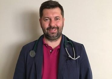 doktor nauk medycznych, kierownik poradni kardiologii i nadciśnienia tętniczego Szpitala Uniwersyteckiego w Krakowie.