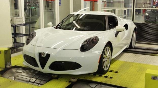 Mierząca 4 m długości Alfa Romeo 4C waży 895 kg - mniej niż auta miejskie. /Alfa Romeo