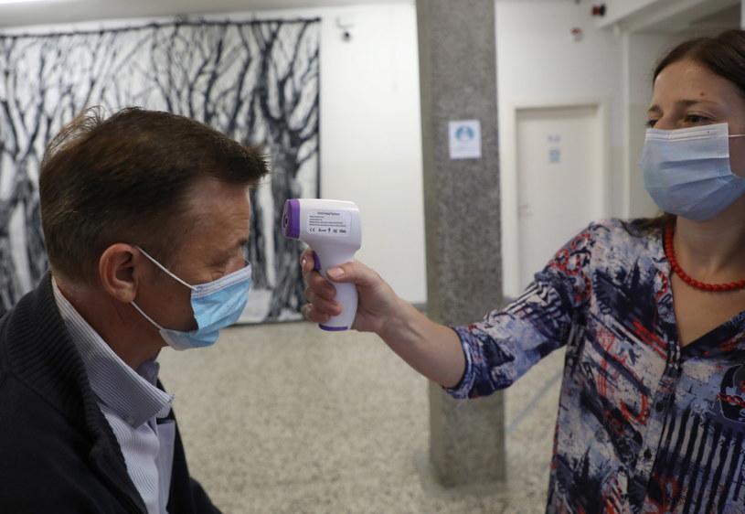 Mierzenie temperatury w szkole, zdjęcie ilustracyjne /STRINGER /PAP/EPA