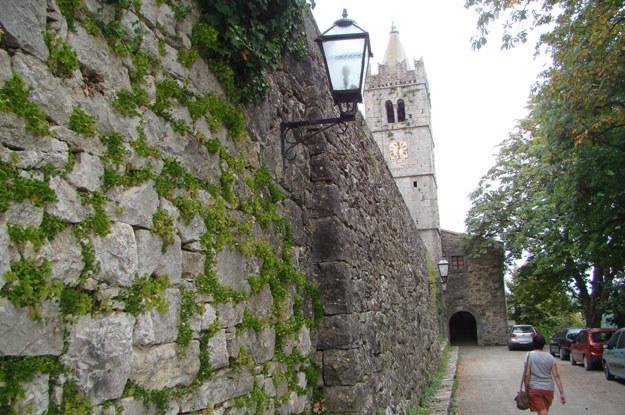 ...mieści się w obrębie średniowiecznych murów /INTERIA.PL